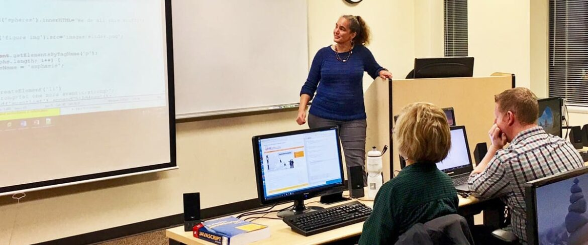Mignonne Maxwell teaching JavaScript at Bellevue College Continuing Education