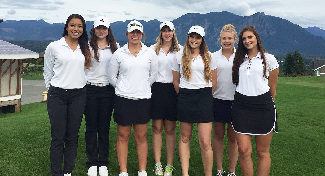 Image of Bellevue College women's golf team, Fall 2015