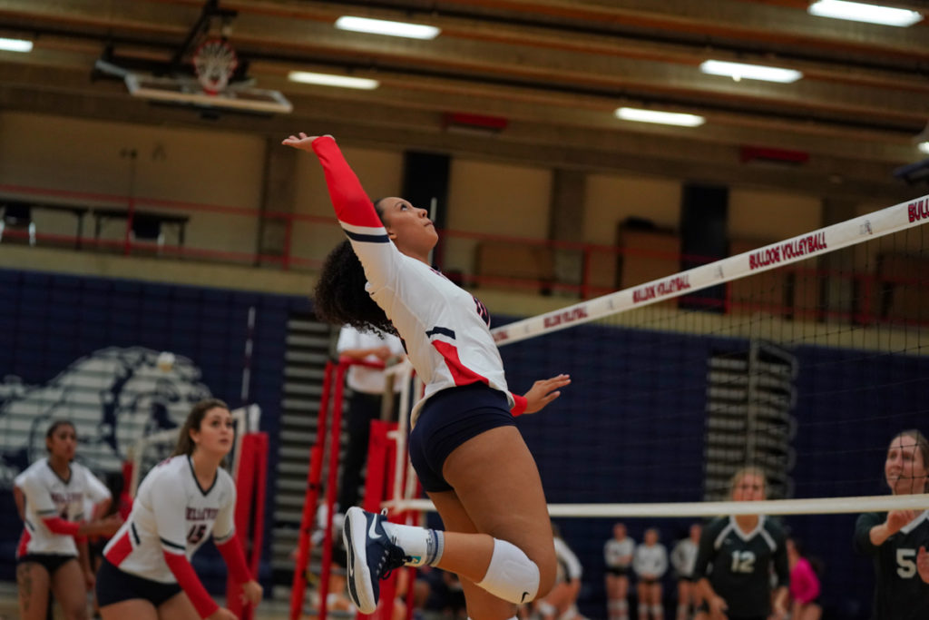 Volleyball Cruises to 3-0 Win at Everett