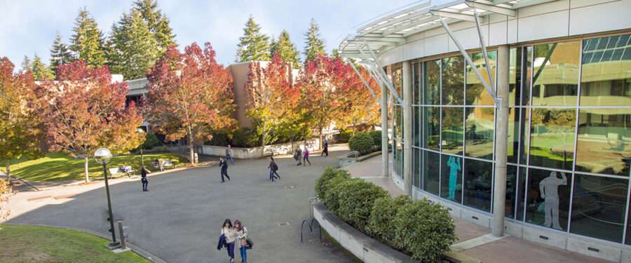 Image of Bellevue College courtyard
